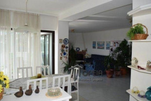 Residence-190-sqm-Saronida-(Rest-of-Attica)-2.500-euro | Poreia Real Estate