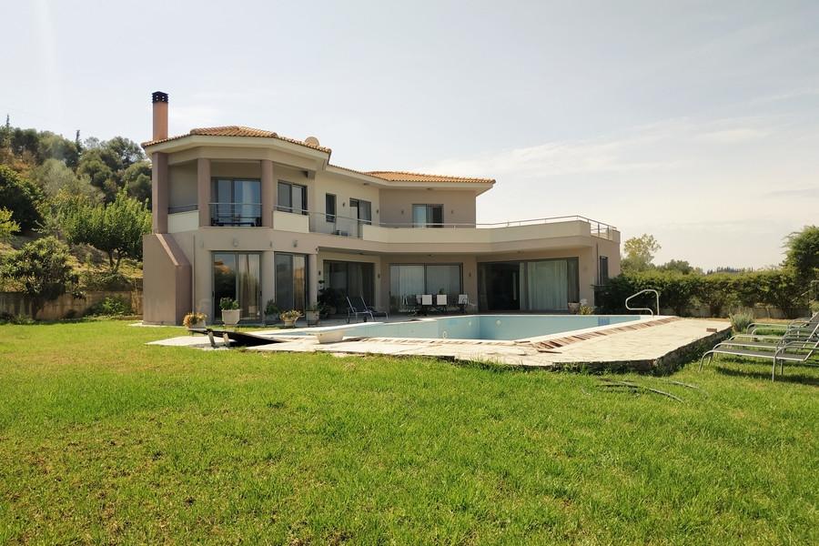 Residence, 330m², Patra (Achaia), 600.000 €   SN Real Estate