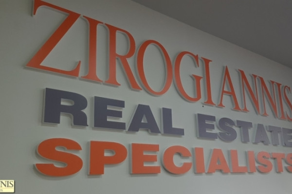 Gewerbe-Immobilie, 1600m², Zentrum - Limani (Piräus), 7.500 €   Zirogiannis Real estate